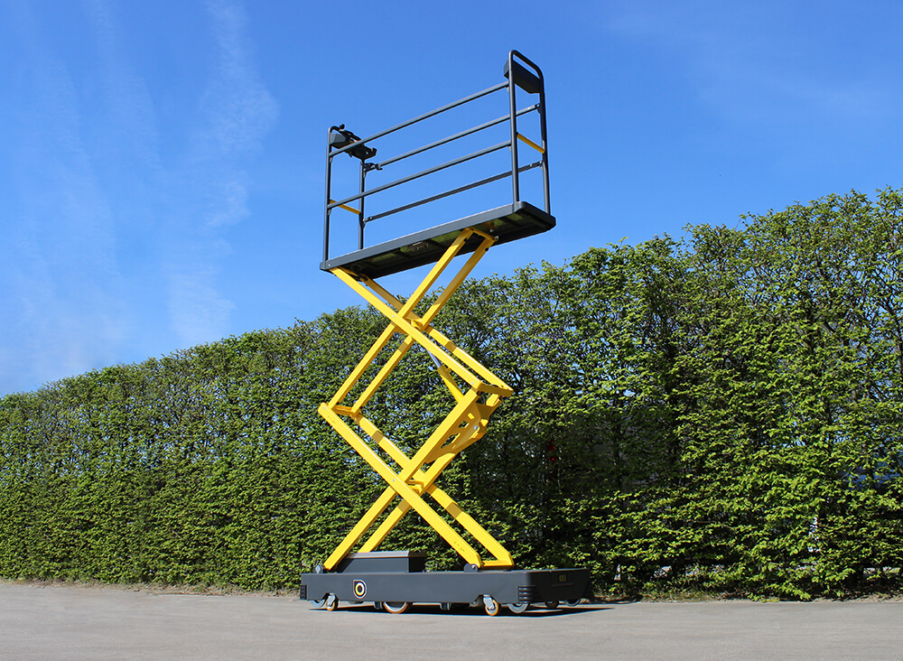 Qii-Lift Z pipe rail trolley with high working platform